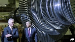 President Barack Obama and GE CEO Jeffrey Immelt visit the birthplace of the General Electric Co., to showcase a new GE deal with India and to announce a restructured presidential advisory board , Friday, Jan. 21, 2011, in Schenectady, N.Y.