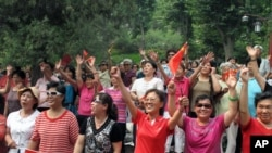 北京景山公园里的红歌团队(资料照片)