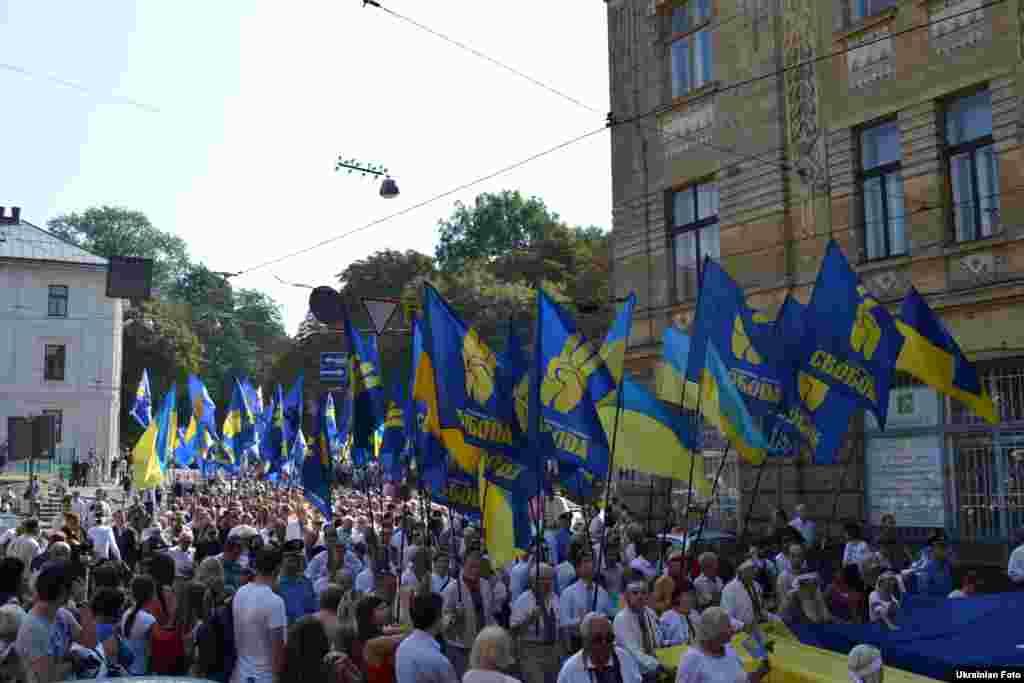 Опозиція провела мітинг-ходу містом на честь Дня незалежності.