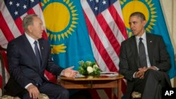 US President Barack Obama meets with Kazakhstan President Nursultan Nazarbayev at the US ambassador's residence in The Hague, Netherlands, March 25, 2014.
