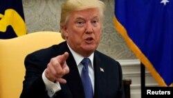 도널드 트럼프 미국 대통령이 11일 백악관 집무실에서 발언하는 모습.