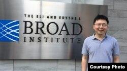 """""""唐奖""""星期天在台北公布了本届""""生技医药奖""""三位共同得主,图片为华裔美国人张锋(Feng Zhang)。该奖表彰他们在CRISPR/Cas9基因编辑技术上的贡献。他们的发现将大幅改变生物医药研究与疾病治疗的效果,对治疗人类遗传疾病具有极大潜力。 (唐奖基金会提供)"""