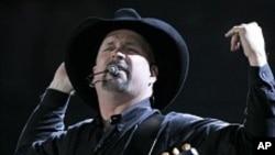 Garth Brooks está trabajando en su nuevo álbum que saldrán al mercado en breve.