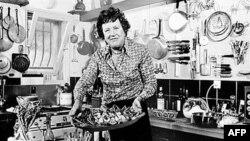 Legendarna voditeljka TV emisije o kulinarstvu, Džulija Čajld 21. avgusta 1978. u kuhinji u svojoj kući na jugu Francuske