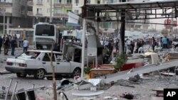 Cảnh sát điều tra khu vực sau khi xảy ra vụ đánh bom ở Mardin, Thổ Nhĩ Kỳ, ngày 10/8/2016.