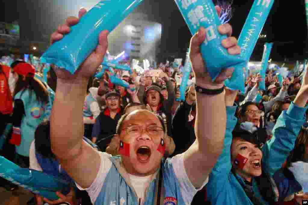Comício em Taiwan durante a campanha eleitoral do candidato do Partido Nacionalista, Eric Chu.
