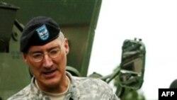 General-mayor Piter Fuller afg'on qurolli kuchlari tayyorlovi uchun mas'ul harbiylardan biri edi. Afg'on hukumatining ustidan kulgani aytilmoqda.