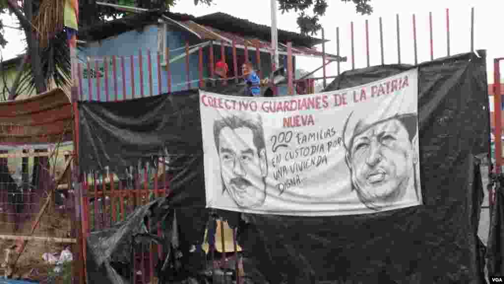 Las tomas de terrenos en municipios con autoridades opositoras son ejecutadas en nombre de Chávez.