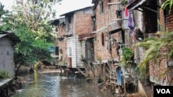 Banyak tempat, bahkan di kota-kota besar di Indonesia yang tidak memiliki akses terhadap air bersih. (Foto: dok).
