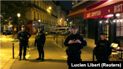 Polica bloqueia o local do ataque no centro de Paris