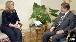Sekretarka Klinton u razgovoru sa predsednikom Morsijem