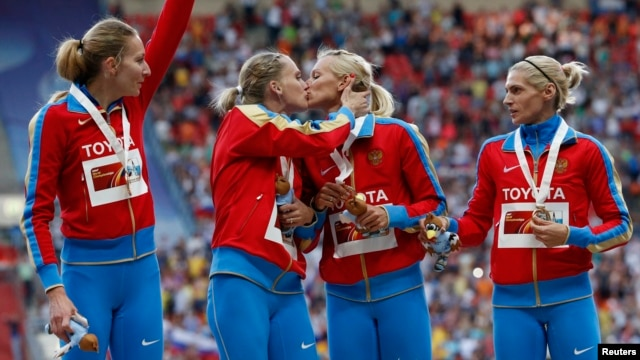Gold medallists from team Russia kiss celebrating their victory at the women's 4x400 meters relay during the World Athletics Championships in Moscow August 17, 2013.