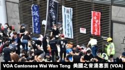 多間香港大專院校學生會參與6-12包圍立法會集會 (攝影:美國之音湯惠芸)
