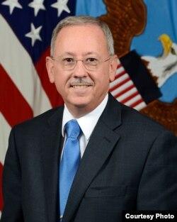 美国国防部负责国防政策的副部长帮办大卫·特拉赫滕贝格(David J. Trachtenberg,美国国防部照片)