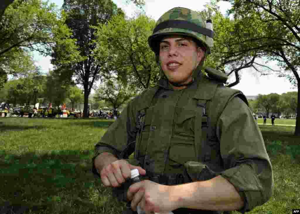 Солдат в форме времен Вьетнамской войны
