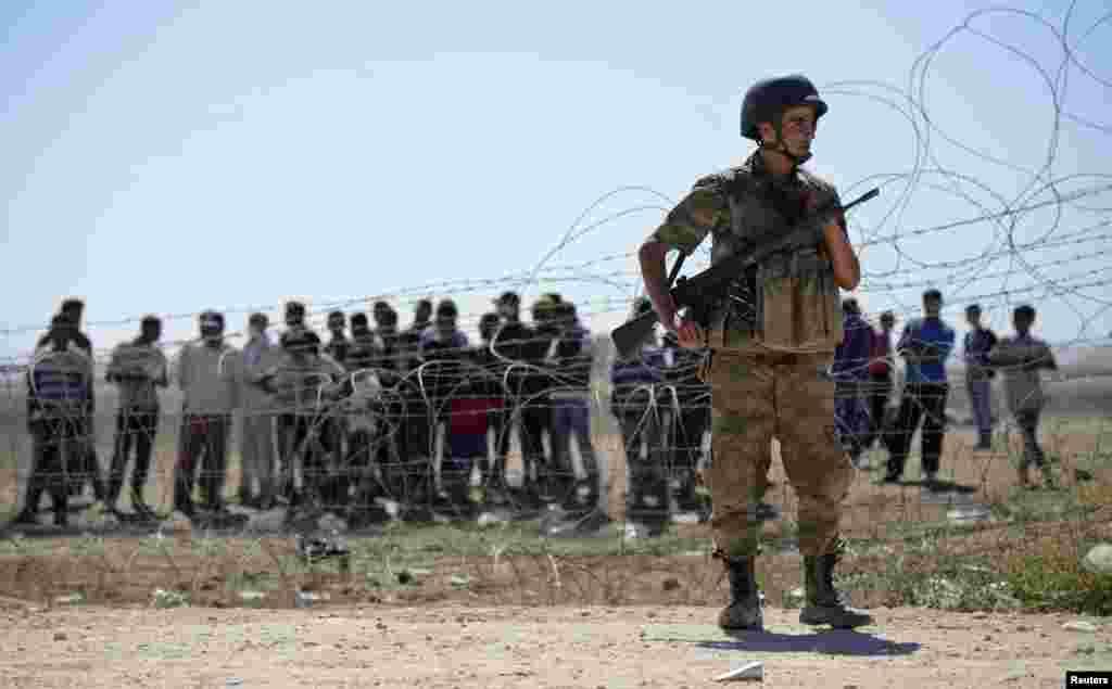 پناہ گزینوں کی بڑھتی ہوئی تعداد کی وجہ سے ترک حکام بھی مشکلات کا شکار ہیں۔