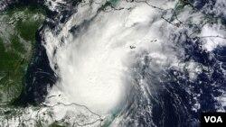 Los especialistas monitorean también el comportamiento del huracán Rina respecto de un frente frío proveniente de Estados Unidos.