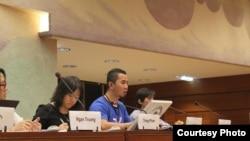 Blogger Bùi Tuấn Lâm (thứ 2 từ phải) trong ngày vận động cho nhân quyền Việt Nam tại Geneve, 30/1/14