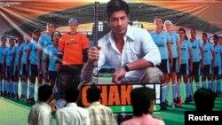 فلم 'چک دے' میں شاہ رخ خان نے مرکزی کردار ادا کیا۔ فائل فوٹو