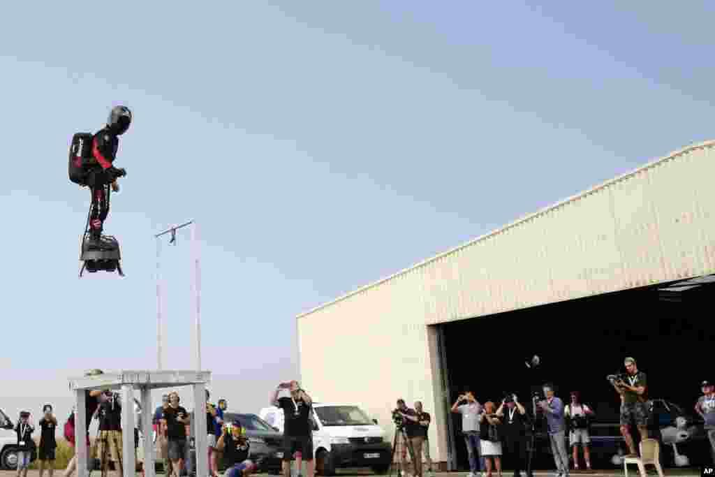 پرواز تمرینی «سرباز پرنده» در شمال فرانسه. پیش از این در روز ملی فرانسه این کشور از این پروژه خود رو نمایی کرده بود.