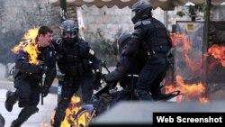 ایتھنز میں پولیس پر پٹرول بم سے حملہ(فائل)