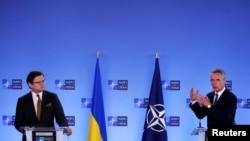 Generalni sekretar NATO Jens Stoltenberg na konferenciji za novinare sa ukrajinskim šefom diplomatije Dmitrom Kulebom