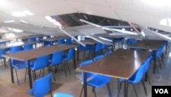Desabamento do tecto de uma escola mostra o grau da devastação da intempérie em Kapangombe