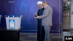 حسن روحانی و رحمانی فضلی، رئیس جمهوری و وزیر کشور ایران در انتخابات مجلس