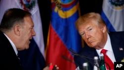 """El secretario de Estado de EE.UU., Mike Pompeo, (izquierda) aseguró sentirse """"confiado"""" de que la política estadounidense sobre Caracas."""