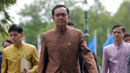 泰国总理抵达政府办公楼。