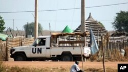 The UN is to send more than a thousand peacekeepers and equipment including helicopters to the border area of the Sudans.