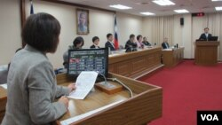 台湾立法院外交及国防委员会4月1号质询情形 (美国之音张永泰拍摄)