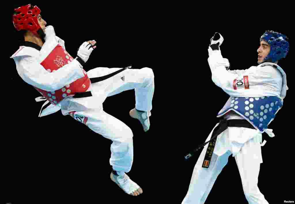 Australia's Safwan Khalil (L) fights against Spain's Joel Gonzalez during their men's -58kg quarterfinal taekwondo match.