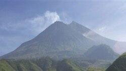 فوران یکی از آتش فشان های اندونزی