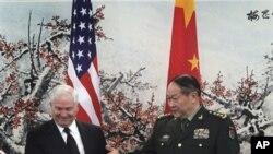 盖茨和梁光烈在北京联合记者会举行之前