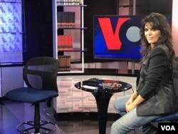 یاسمین لوی در استودیوی صدای آمریکا در نیویورک