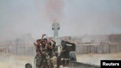យុទ្ធជននិកាយ Shi'ite ថតរូប Selfie ខណៈពេលមានការបាញ់គ្រាប់ទៅកាន់ក្រុមសកម្មប្រយុទ្ធរដ្ឋឥស្លាមនៅជិតក្រុង Fallujah ប្រទេសអ៊ីរ៉ាក់ កាលពីថ្ងៃទី២៩ ខែឧសភា ឆ្នាំ២០១៦។
