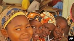 Young talibé girls in Niasse's class