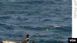 Para bajak laut di lepas pantai Somalia.