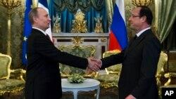 Владимир Путин и Франсуа Олланд. Москва, Кремль, 28 февраля 2013.