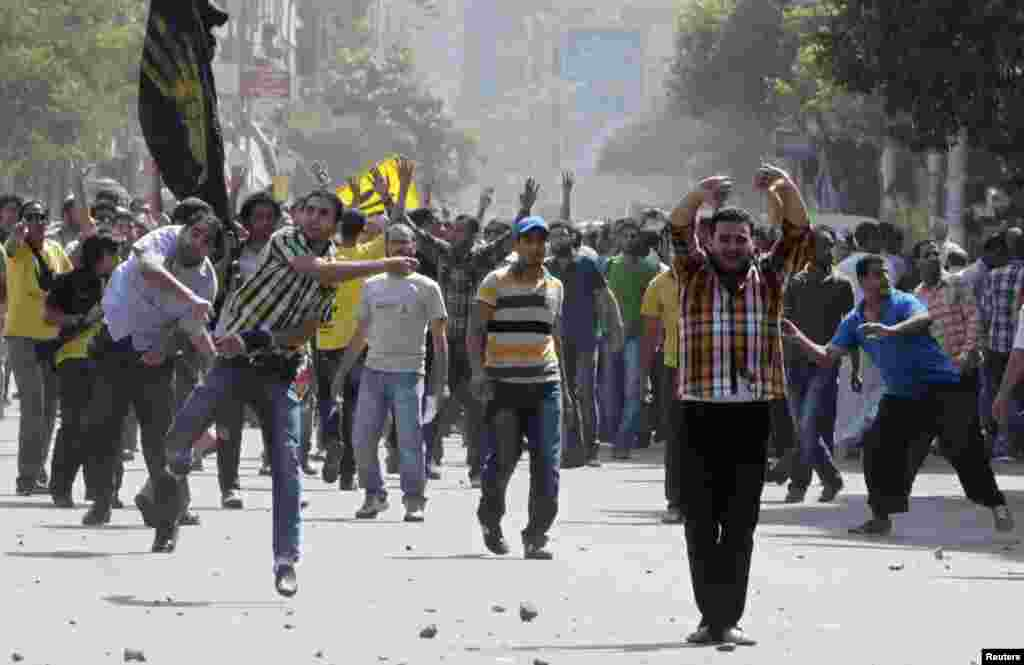 Supporters of deposed President Mohamed Morsi and the Muslim Brotherhood clash with anti-Morsi protesters during a march in Cairo, Oct. 4, 2013.