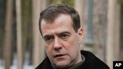Rais wa Russia, Dmitry Medvedev akizungumza na waandishi wa habari kwenye makazi yake huko Gorki nje ya Moscow, March 21, 2011
