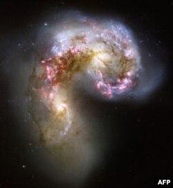 """AQSh tomonidan uchirilgan """"Xabbl"""" (Hubble) teleskopiga qaraganda """"RadioAstron"""" 100.000 barobar kattaroq tasvirlarni yerga yuborishga qodir."""