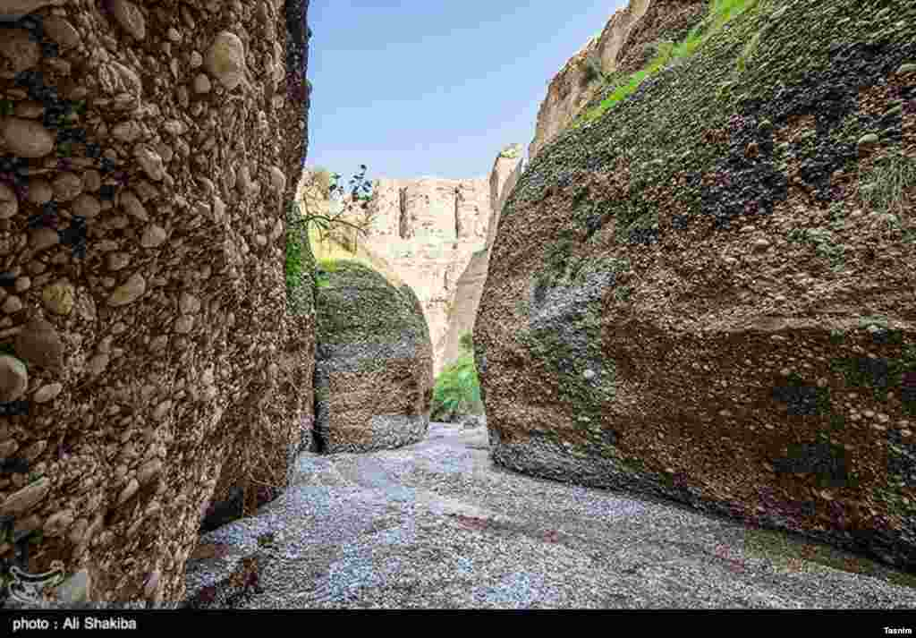 دره «کول خرسون»،یا «اشکفت زرده» که در ۲۵ کیلومتری شهرستان دزفول است. عکس: علی شکیبا