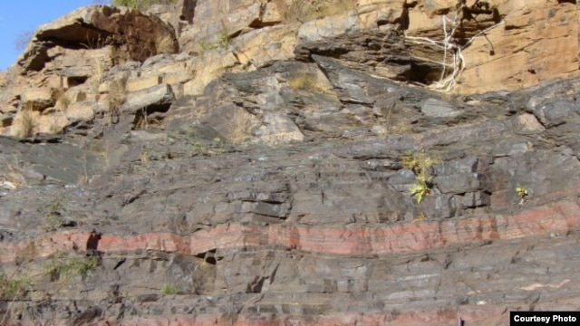 An analysis of South African rocks, which are believed to be among the oldest on Earth, revealed that oxygen began accumulating earlier than thought, researchers said. (UCB)
