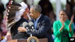 Tổng thống Obama và đệ nhất phu nhân Michelle đến thăm Bộ lạc Sioux ở Cannon Ball, ND, Thứ Sáu, 13/6/2014.