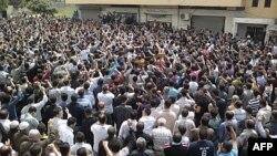 Ngoài Damacus, hàng ngàn người biểu tình cũng được ghi nhận tại hơn chục thành phố và thị trấn ở Syria, 29/4/2011