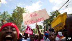 Des partisans de Jovenel Moïse, candidat du PHTK, disent non à la violence