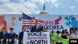 11일 미국 워싱턴 의사당 앞 잔디 광장에서 열린 북한 인권 집회에서 공화당 소속 베리 라우더밀크 하원의원이 연설하고 있다.