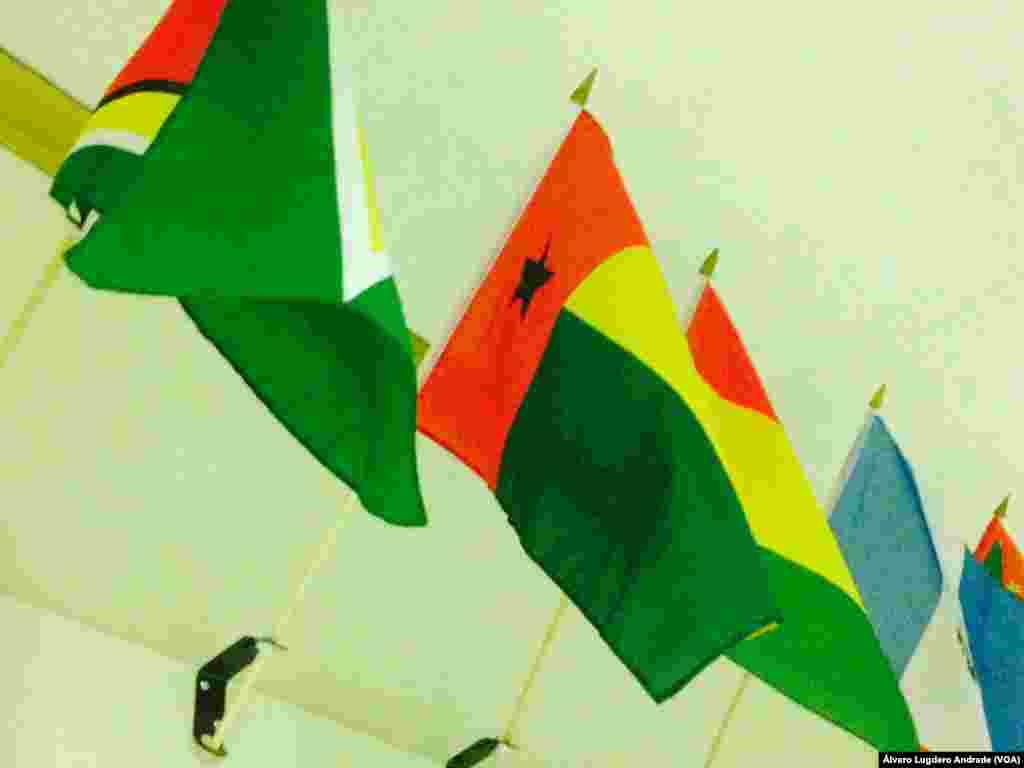 Bandeira Guiné-Bissau no corredor da Voz da América em Washington